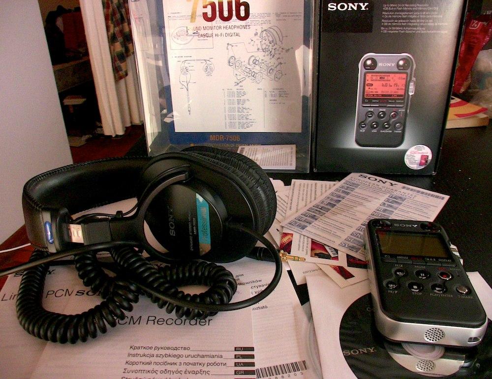 Sonyn MDR-7056 kuulokkeet ja M10